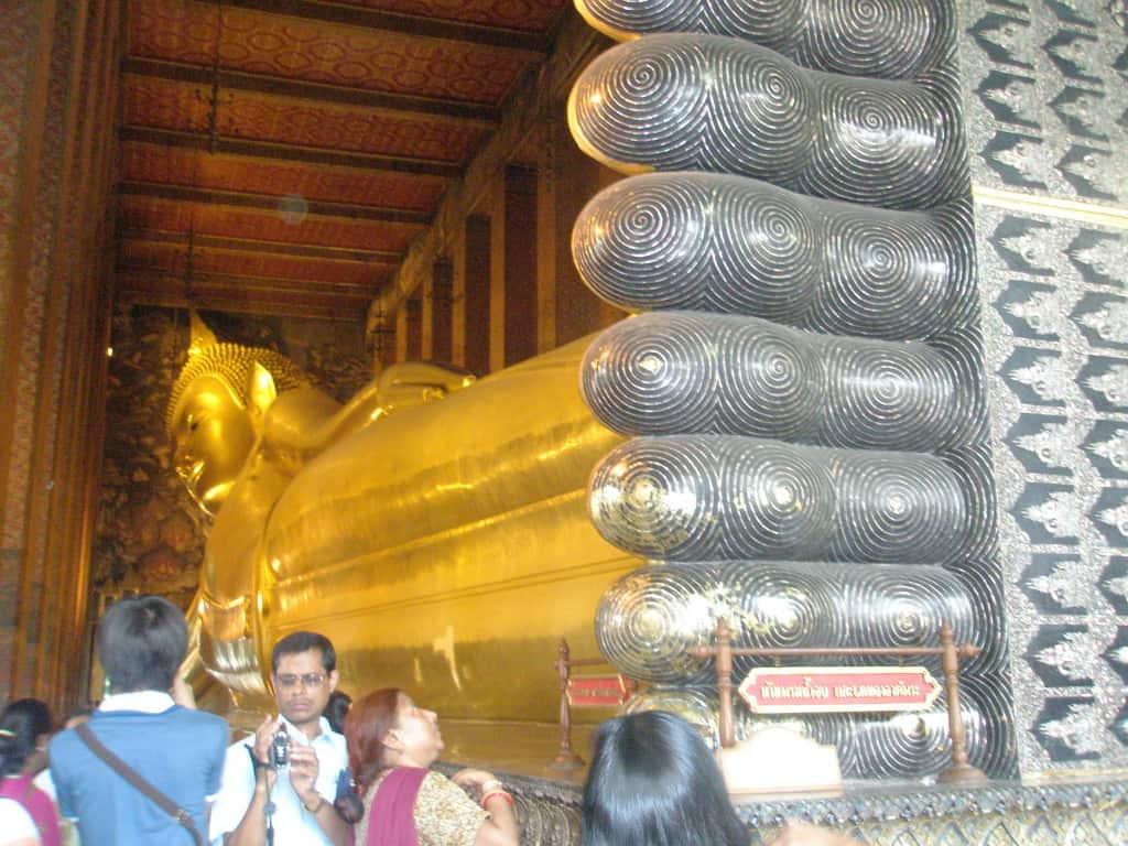 Reclining golden Buddah
