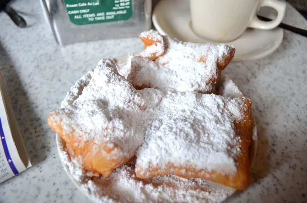 The addictive beignets at Café DuMonde