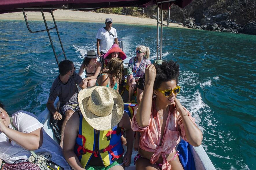 Sailing around Zipolite. Photo by Cantimplora Travel