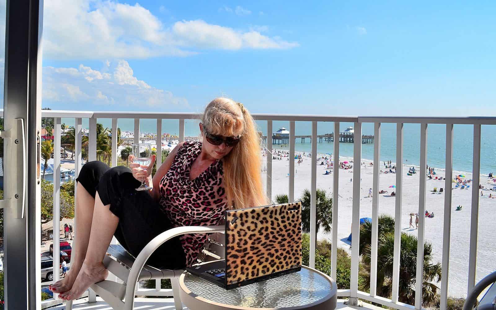 Patti Morrow, Luggage and Lipstick