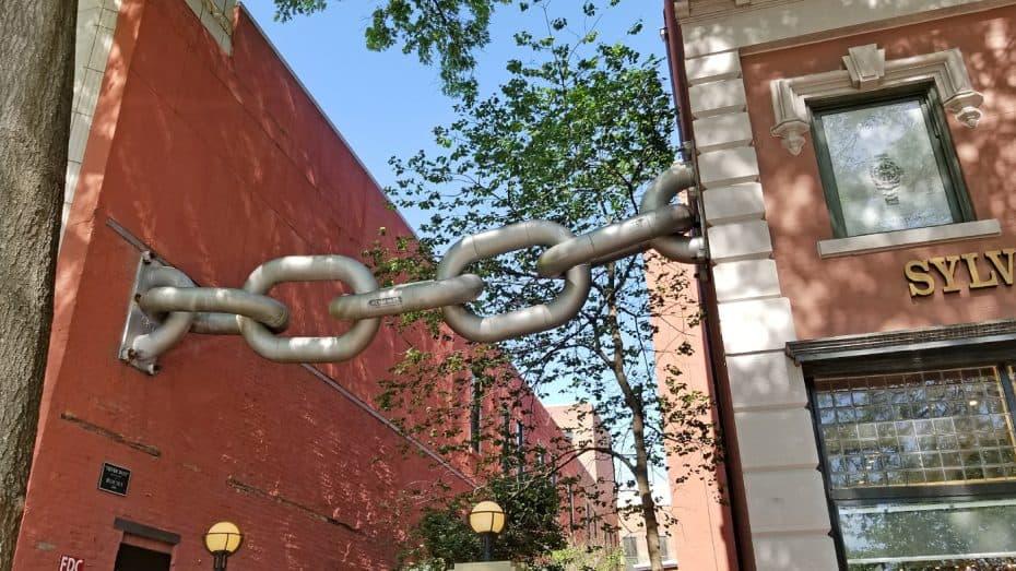 neverbust chain sculpture