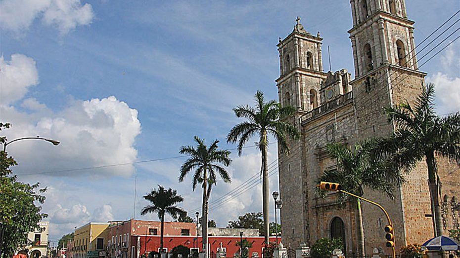 https://commons.wikimedia.org/wiki/File:Valladolid(Yucatan)-Cathedral.JPG